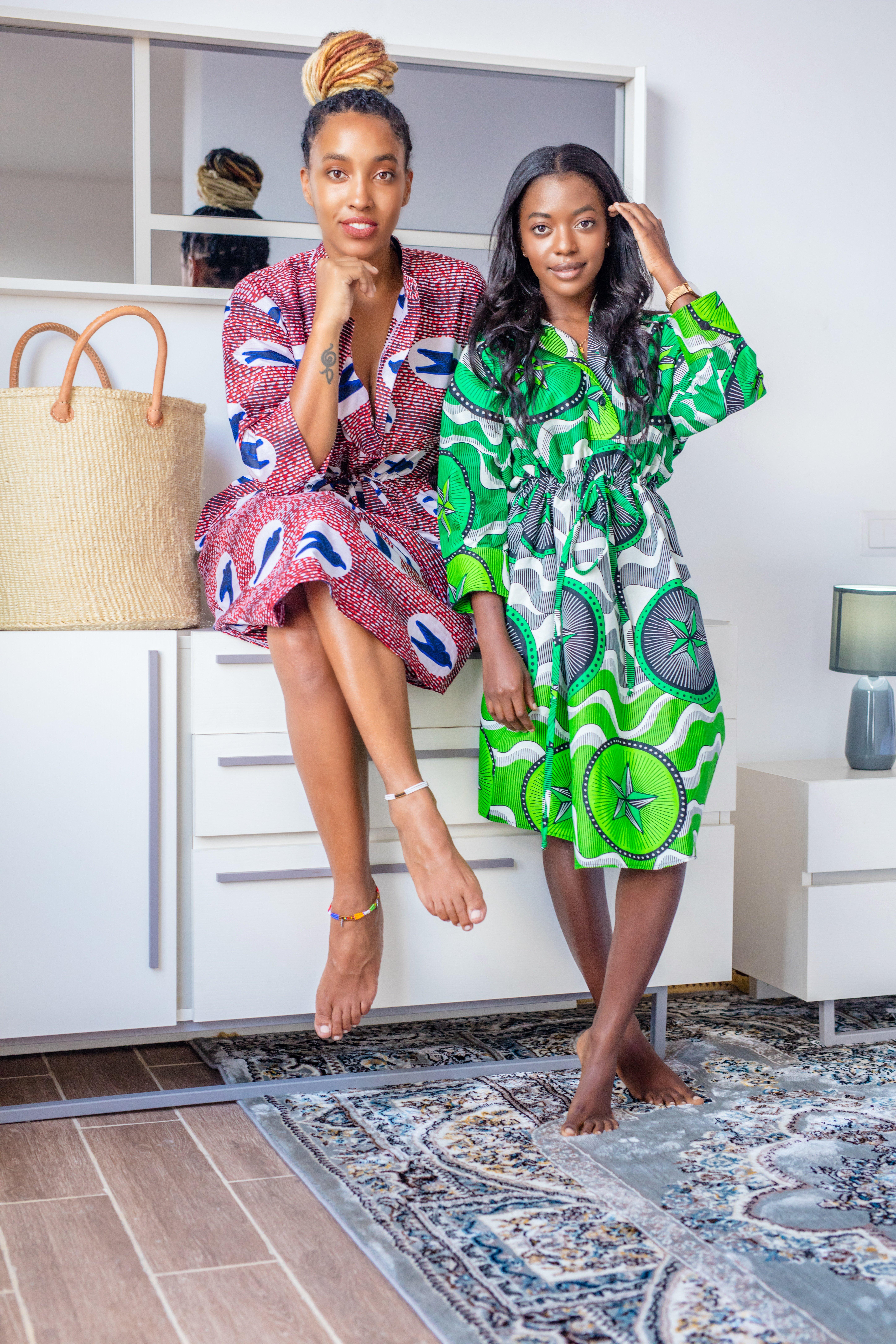 Zwei maßgefertigte Lieblingskleider aus Waxprint-Stoff
