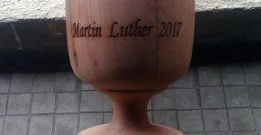 Abendmahlskelch aus Zedernholz – Martin Luther 2017