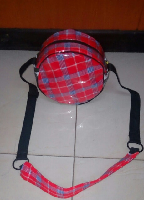 Its a bag that incorporates both African and western designIt has an African look to it