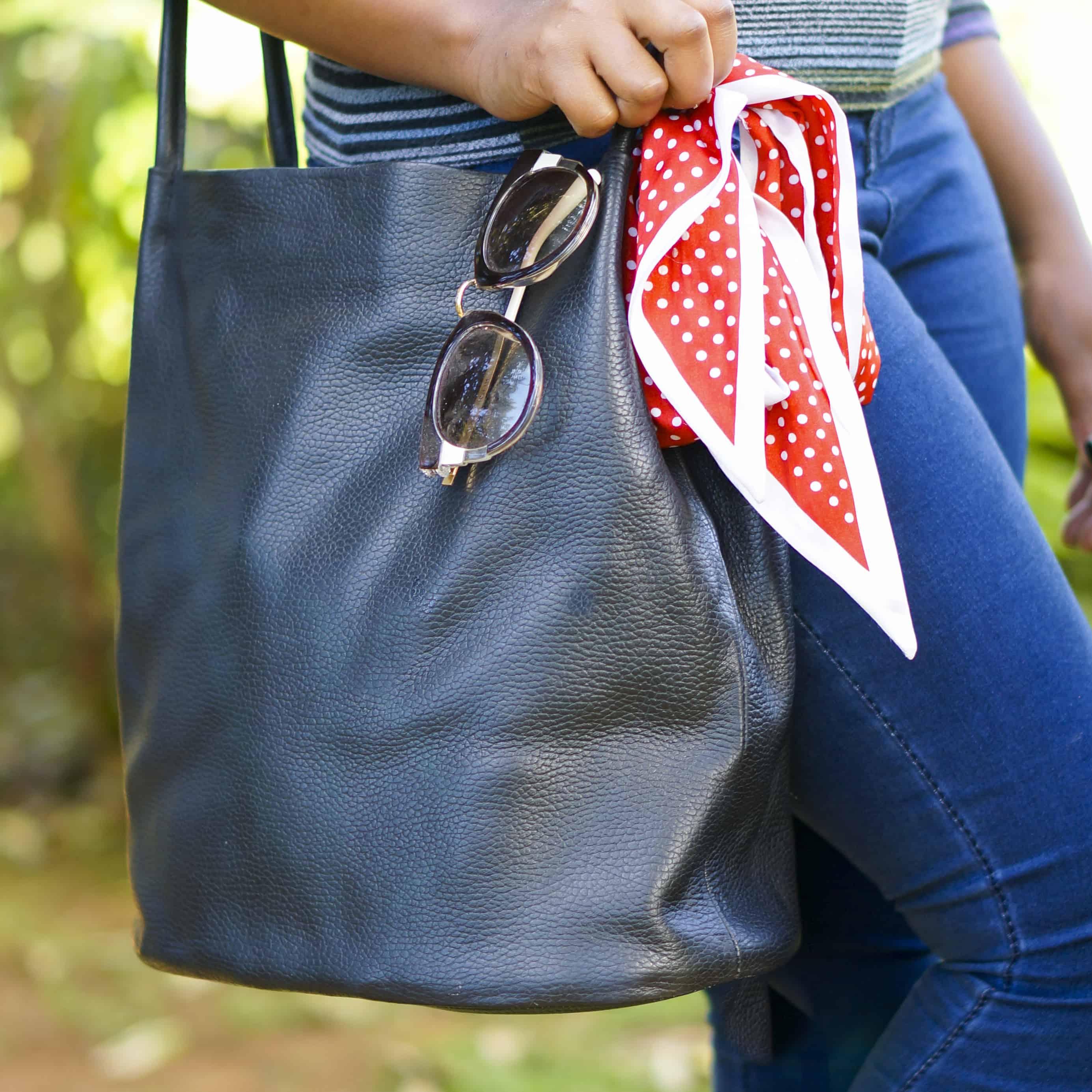 Magefertige Handtasche aus schwarzem Leder