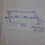 Maßgefertiger Schubladeneinsatz mit integriertem Messerblock waehrend der Verhandlung