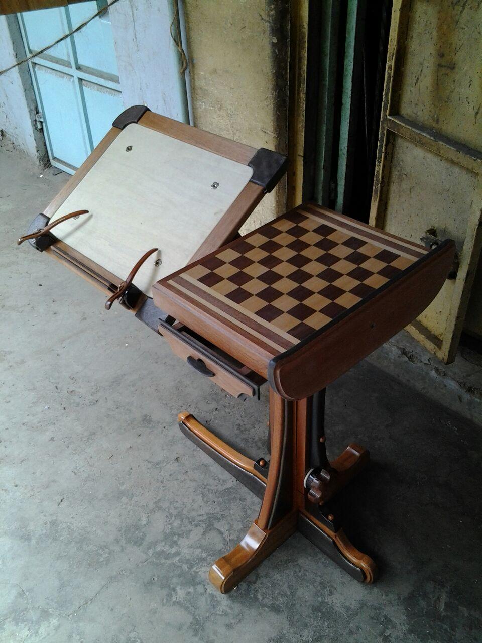Es ist ein All-in-One-Schreibtisch der in vielen verschiedenen bequemen Positionen fr die Leser die Farbe Mahagoni und die Abmessungen 30by20by36 verwendet wird
