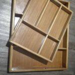 Zwei maßgefertigte Holzkästen als Schubladeneinsatz