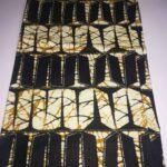 Maßgeschneiderte Ledergeldbörse mit farbenfrohem afrikanischem Muster waehrend der Verhandlung