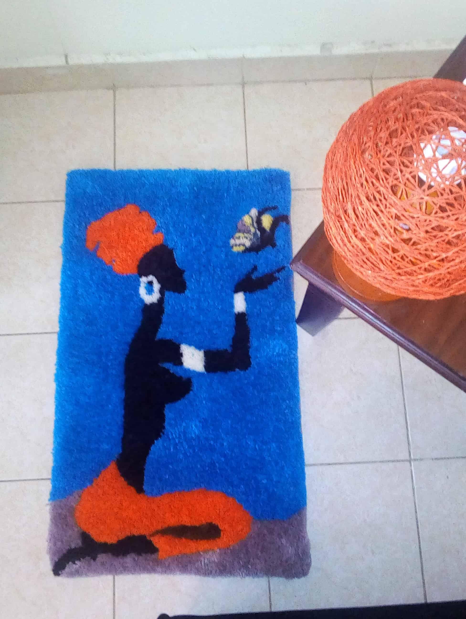 Dies ist ein Eckteppich im Auftrag eines Kunden der sowohl als Bodenteppich als auch als Wandteppich dienen kann Es ist 70 cm breit und 40 cm hoch Unsere Teppiche Teppiche sind alle abhngig von der Gre die ein Kunde bevorzugt aber unsere Standardgre ist 100cm b x 50 cm h