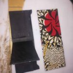 Maßgeschneiderte Ledergeldbörse mit farbenfrohem afrikanischem Muster waehrend der Massanfertigung
