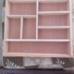 Maßgefertiger Schubladeneinsatz aus Holz für Besteck waehrend der Massanfertigung
