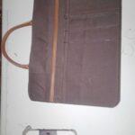 Maßgefertigte Notebook Tasche aus echtem Leder waehrend der Massanfertigung