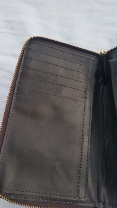 Maßgefertigtes Portemonnaie - braunes Leder - Reißverschluss waehrend der Massanfertigung