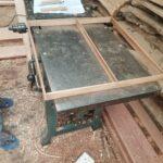 Maßgefertigter Schubladeneinsatz aus Holz (46 x 48 cm) waehrend der Massanfertigung