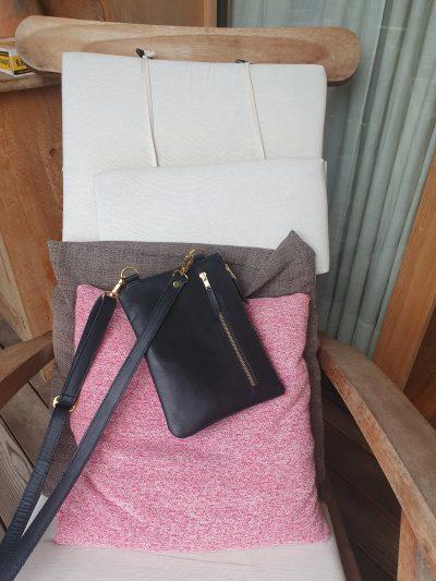 maßgefertigte kleine Umhängetasche aus Leder Fotos vom Kunden