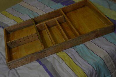 Maßgefertigter Besteckkasten: L: 80 cm, B: 47 cm, H: 6,5 waehrend der Massanfertigung