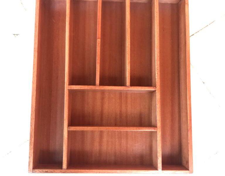 Besteckkasten aus Holz in den Maßen Breite 40 cm Tiefe 47 cm