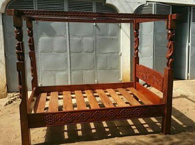 maßgefertigtes Bett waehrend der Massanfertigung