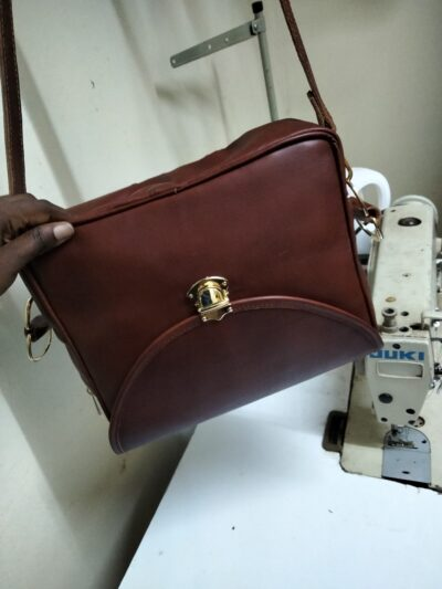 custom made Ladies leather handbag with a zipper on the top within custom made realization
