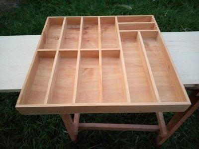 Maßanfertigung: 2 Besteckkästen aus Holz waehrend der Massanfertigung