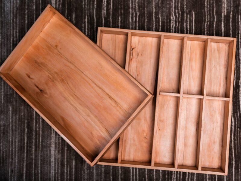 Besteckkasten mit den Maßen 48 cm breit, 47 cm tief und 5 cm