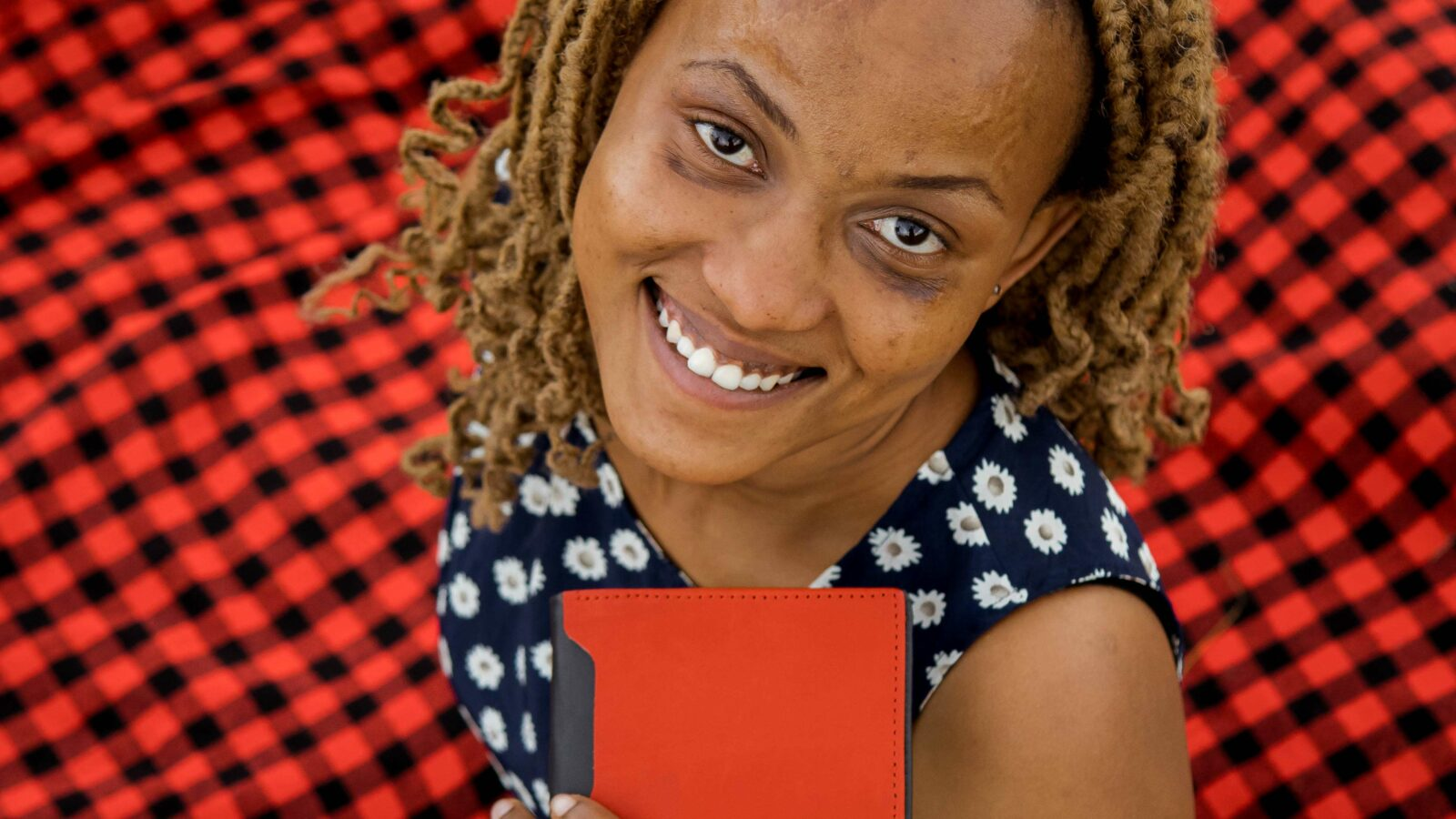 Maßgefertigtes schwarz-rotes Portemonnaie